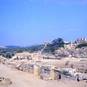T. of Olympian Zeus, Abragos ca. 480. Doric, 7x15/Herah/ruins<br />